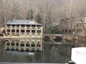montreat-jan-christmaswreaths